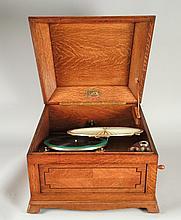 GRAMOPHONE LUMIERE complet avec diaphragme en papier plissé et clef