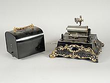 PHONOGRAPHE PATHE 'MENESTREL' (repeint) avec clef, sans pavillon ni tête