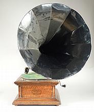 GRAMOPHONE COLUMBIA 'GRAFONOLA' complet avec tête COLUMBIA, clef, et pavillon (repeint)