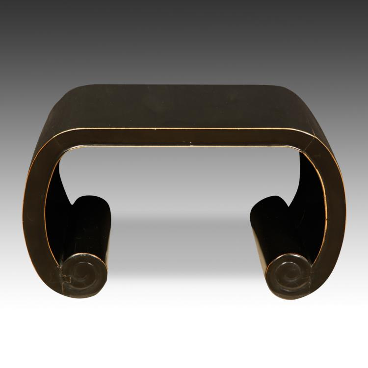 Lute-Form Stool