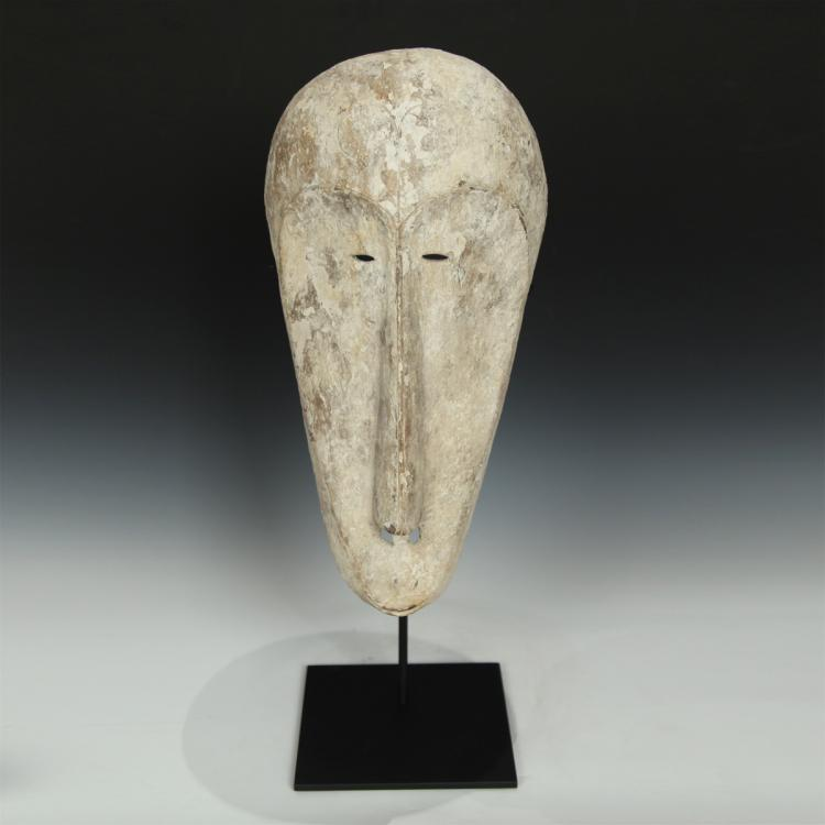 Ngil Mask, Based