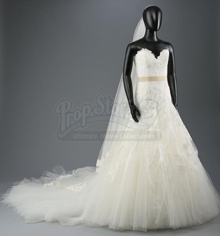 Bella swan s nightmare wedding dress and veil for Bella twilight wedding dress