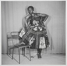 KOUYATE Adama (né en 1928). «Portrait à la chaise». Photographie sur papi