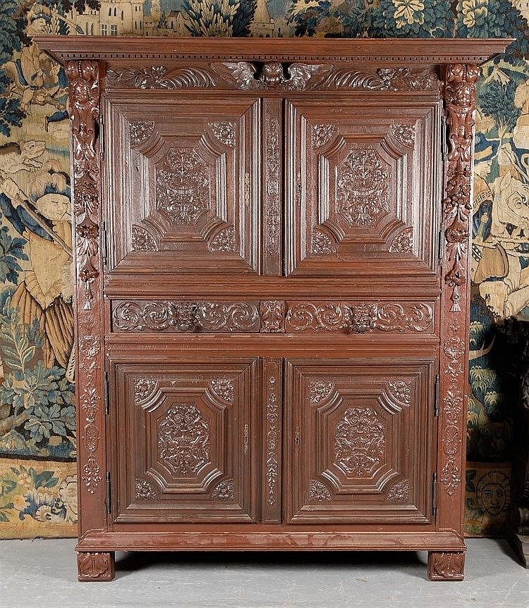 armoire ouvrant quatre volets en ch ne sculpt d. Black Bedroom Furniture Sets. Home Design Ideas