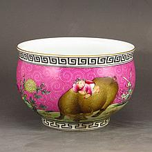 Hand-painted Chinese Pahua Famille Rose Porcelain Bowl w Qian Long Mark