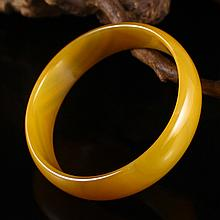Hand Carved Chinese Natural Yellow Agate Bracelet