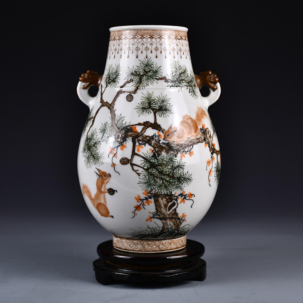 Chinese Famille Rose Porcelain Porcelain Double Ears Squirrels Jar