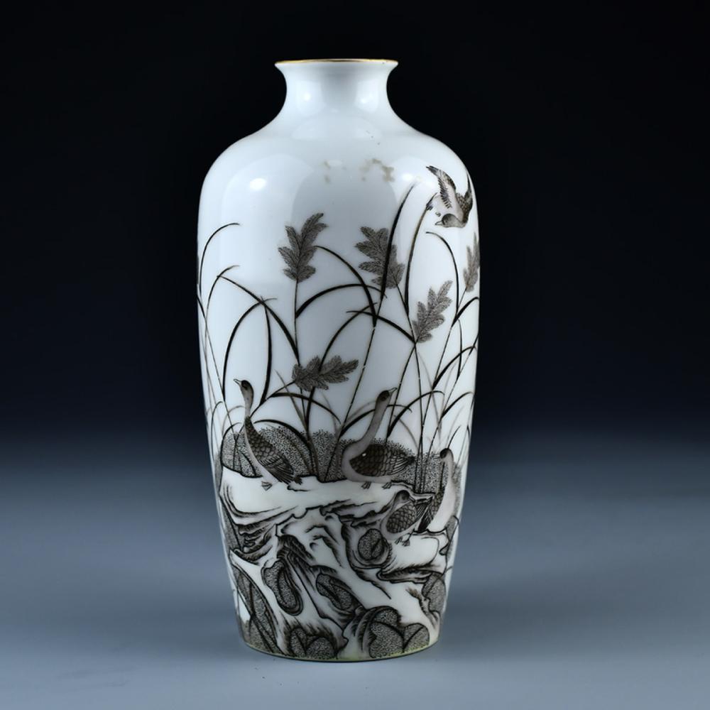 Superb Chinese Qing Dynasty Mo Cai Porcelain Wild Gooses Vase