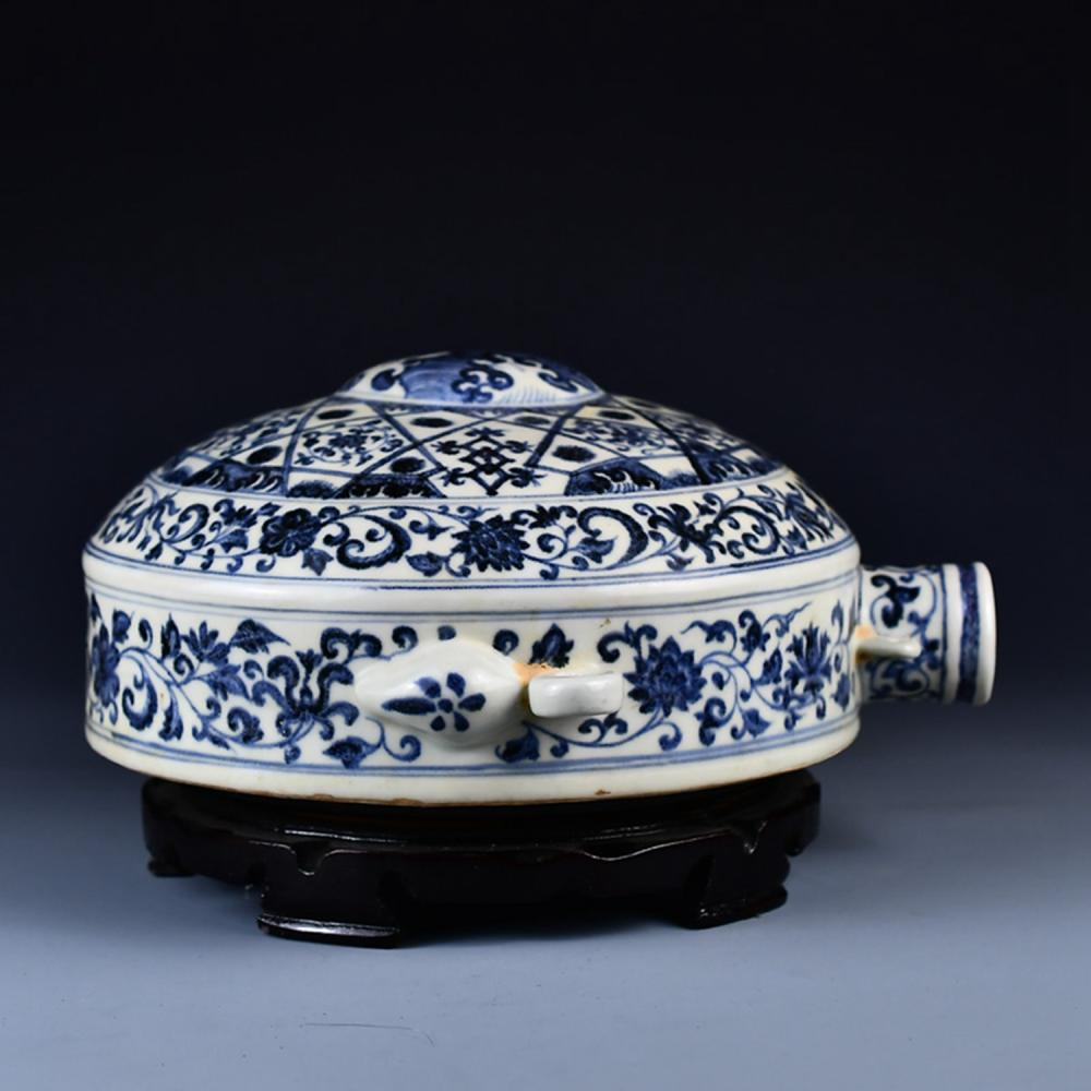 Superb Chinese Ming Dy Blue And White Porcelain Bottle