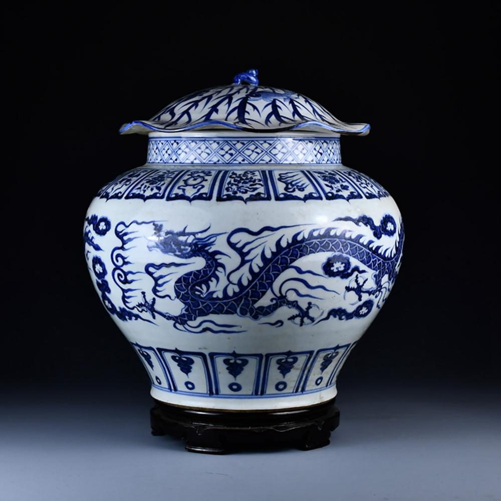 Chinese Ming Dy Dragon Design Blue And White Porcelain Pot