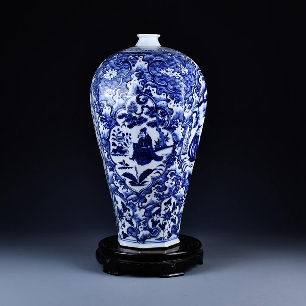 Superb Chinese Ming Dy Blue And White Porcelain Figures Vase