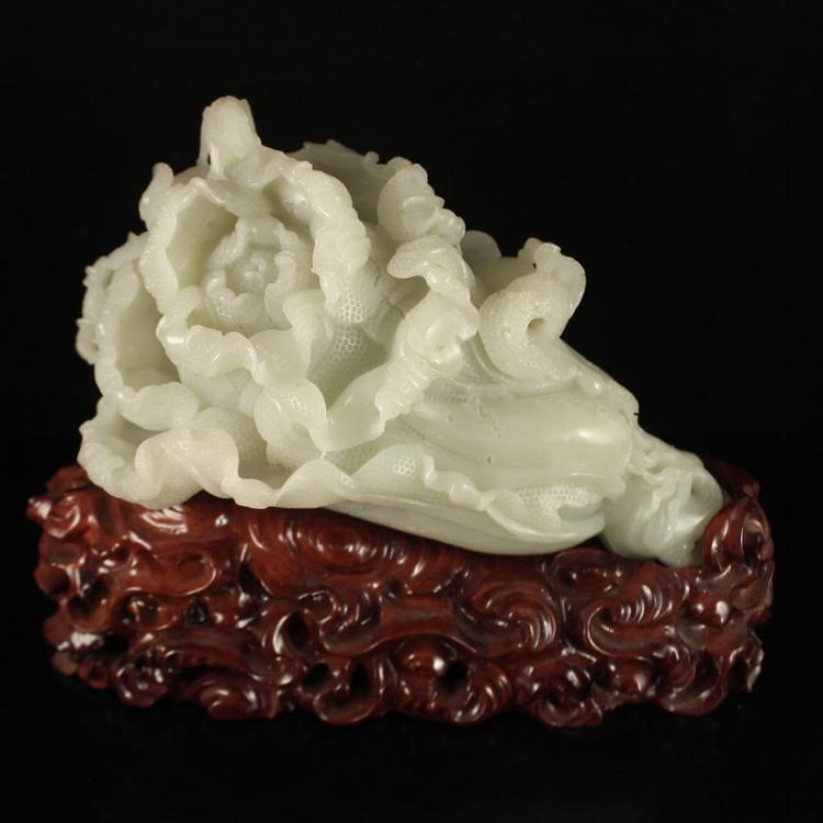 Chinese Qing Dynasty Hetian Jade Fortune Cabbage Statue