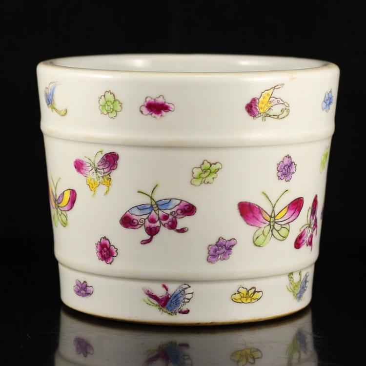 Chinese Famille Rose Porcelain Butterflies Brush Pot