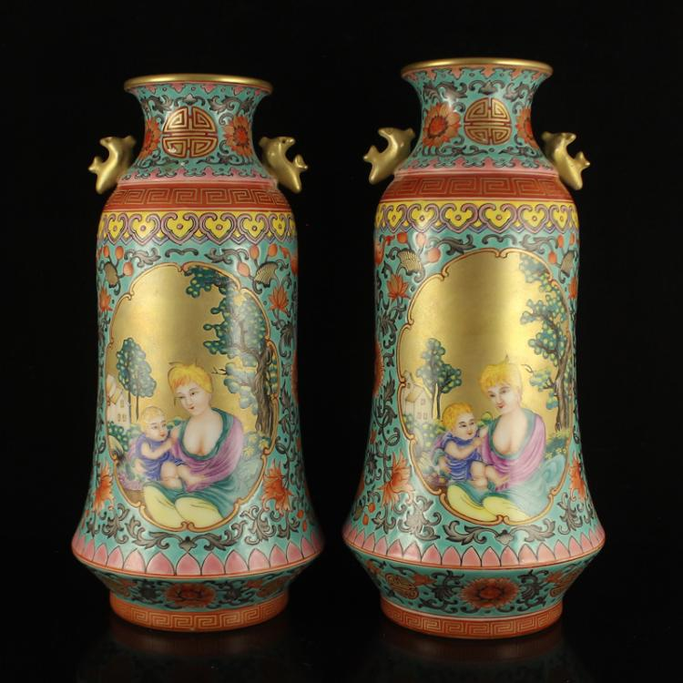 A Pair Chinese Gilt Gold Enamels Porcelain Vase w Qian Long Mark