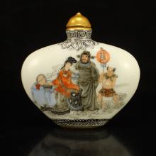Chinese Qing Dynasty Gilt Edges Famille Rose Porcelain Snuff Bottle w Qianlong Mark