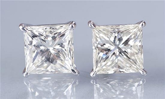 Pair of 18K White Gold and Diamond Stud Earrings