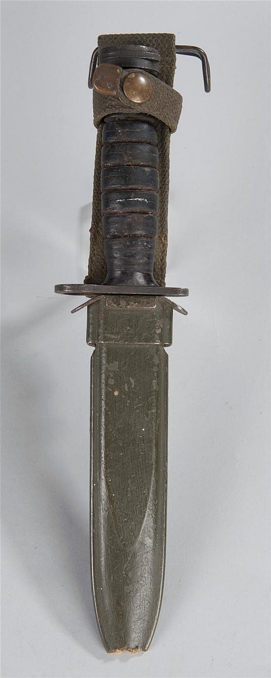 World War II US ' M-4' M-1 Carbine bayonet complete with scabbard. Top of bayonet pommel stamped with a ' 1' and an ' S' . U...