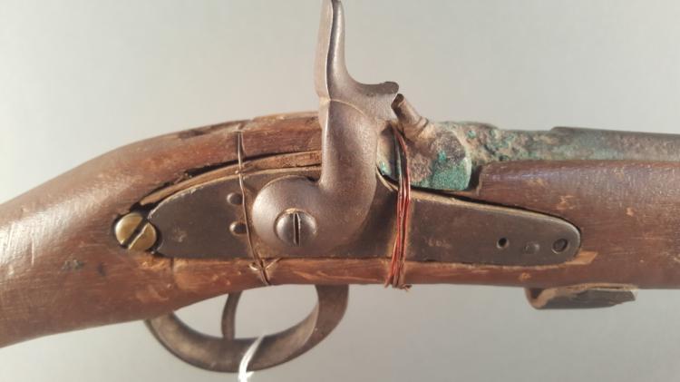 Antique Muzzle Loader Shotgun w/ accessories