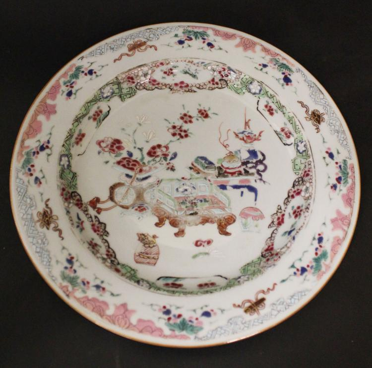 A CHINESE  FAMILLE ROSE OUTLAY IN GOLD PORCELAIN DISH, 18TH CENTURY
