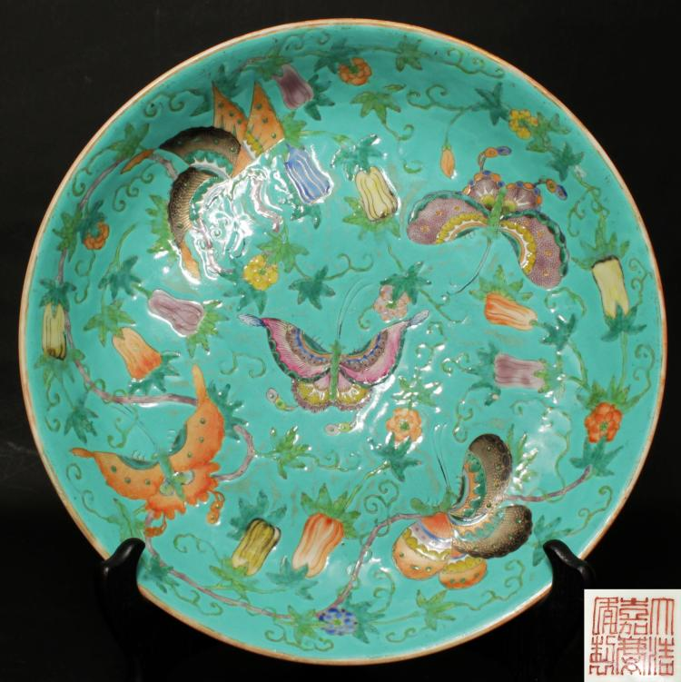 A CHINESE PORCELAIN PLATE, EARLY 19TH CENTURY