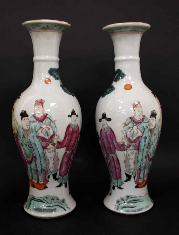 A PAIR OF CHINESE FAMILLE ROSE PORCELAIN VASE , EARLY 20TH CENTURY