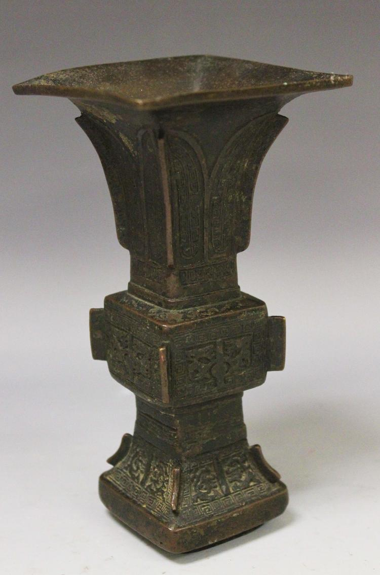 A CHINESE BRONZE VESSEL, 18/19TH CENTURY
