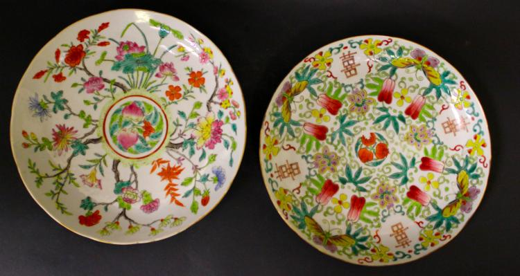 A PAIR OF CHINESE FAMILLE ROSE PORCELAIN DISHES, 19TH CENTURY