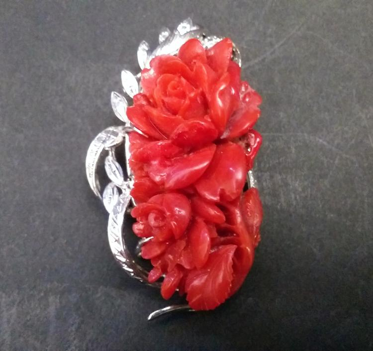 A RARE LARGE CHINESE RED CORAL NICE CARVED BROOCH , EARLY 20TH CENTURY
