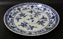 A CHINESE BLUE AND WHITE PORCELAIN DISH