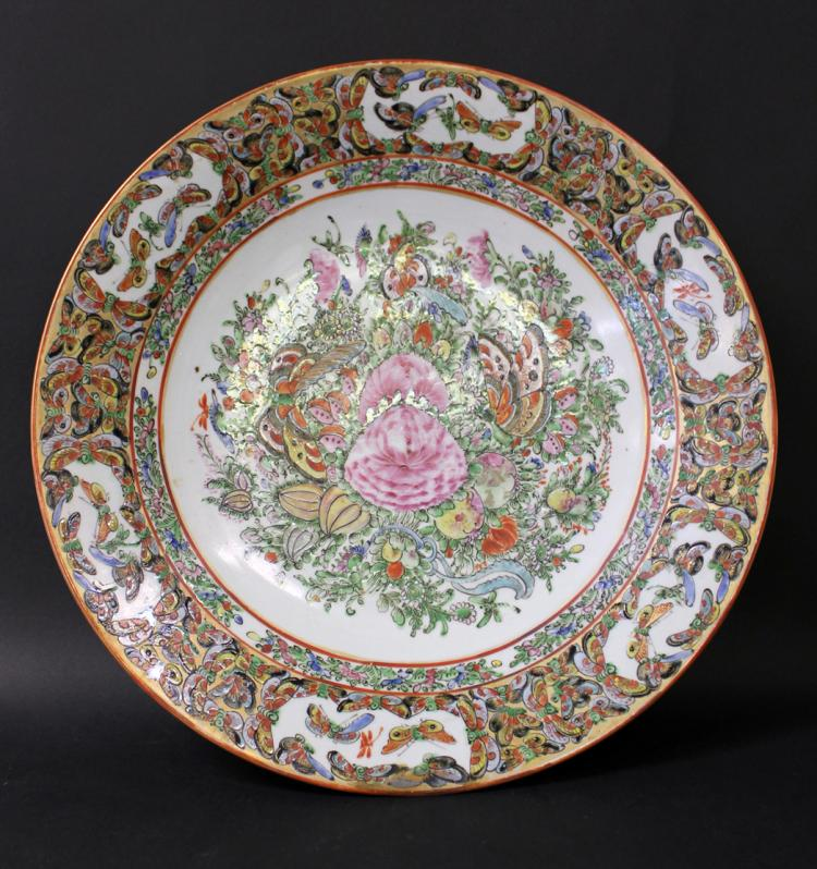 19th C, A LARGE CHINESE FAMILLE ROSE PORCELAIN DISH