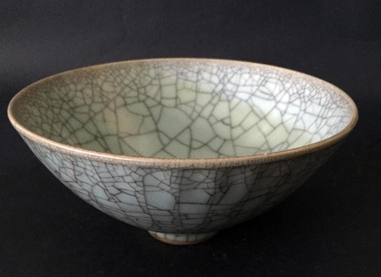 A CHINESE GUAN TYPE PORCELAIN BOWL