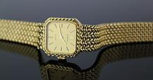 A Vintage Oyster 18 Karat Gold Lady's Wrist Rolex