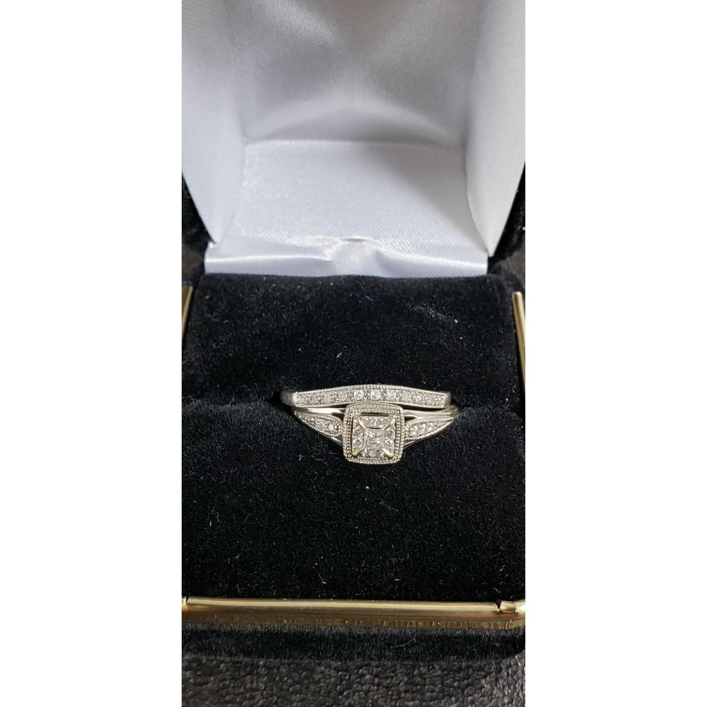 10 K Gold with Diamonds Wedding Rings 3 G Size 8.5 1/2 TDW ( RETAIL WAS 1799.00 )