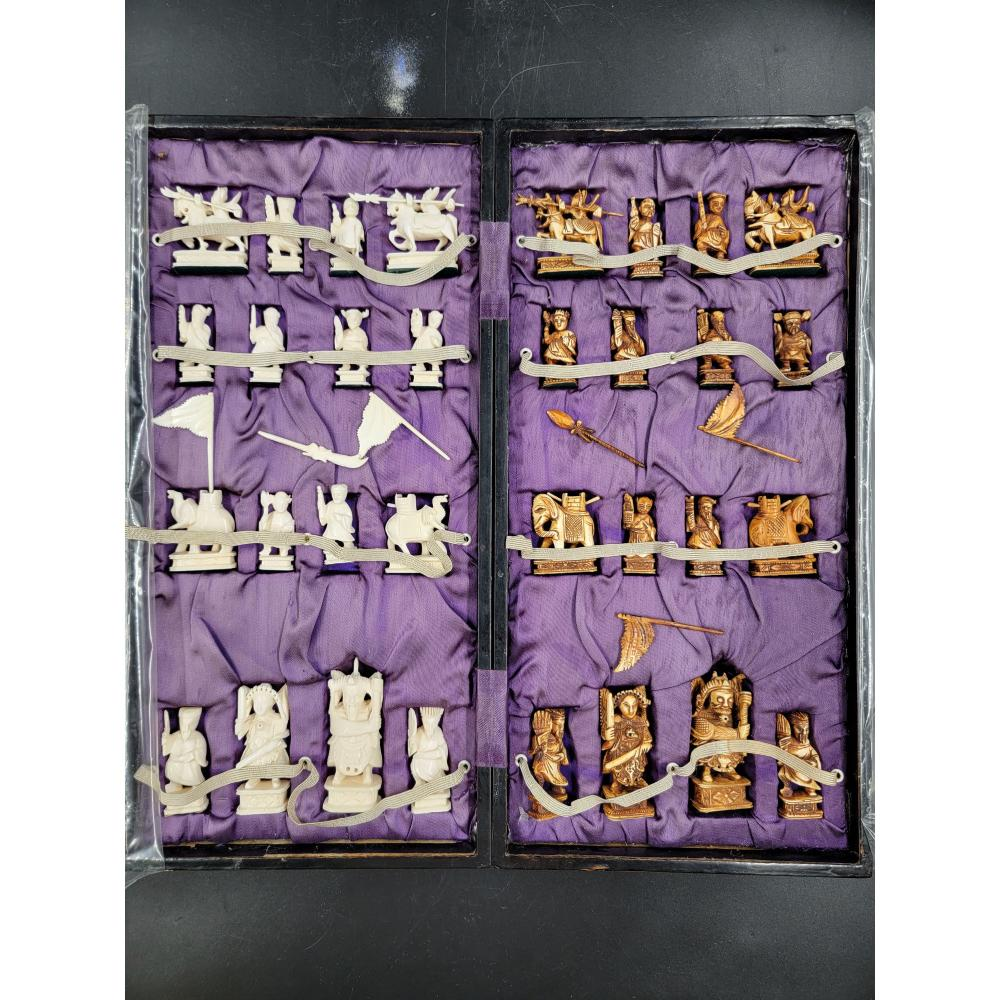 OLD CHINESE CHESS SET WITH BOX