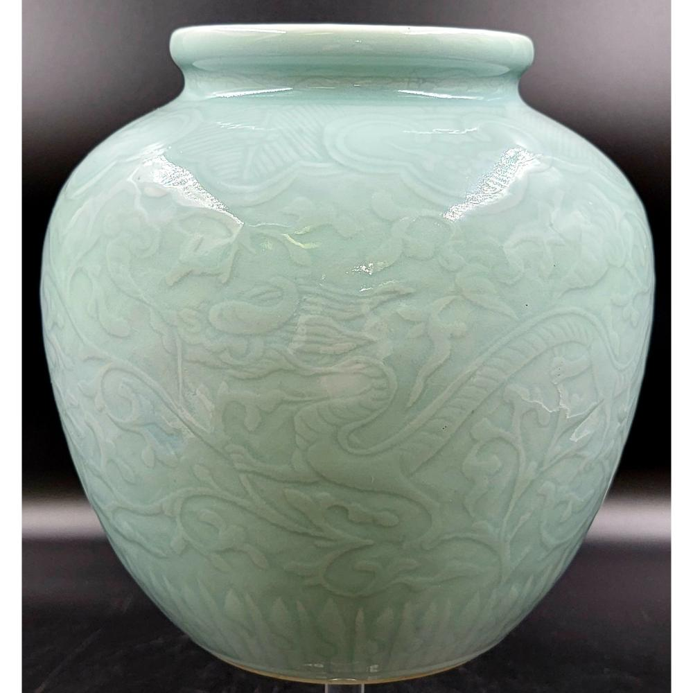 FINELY CARVED CHINESE CELADON DRAGON VASE W/ MARK