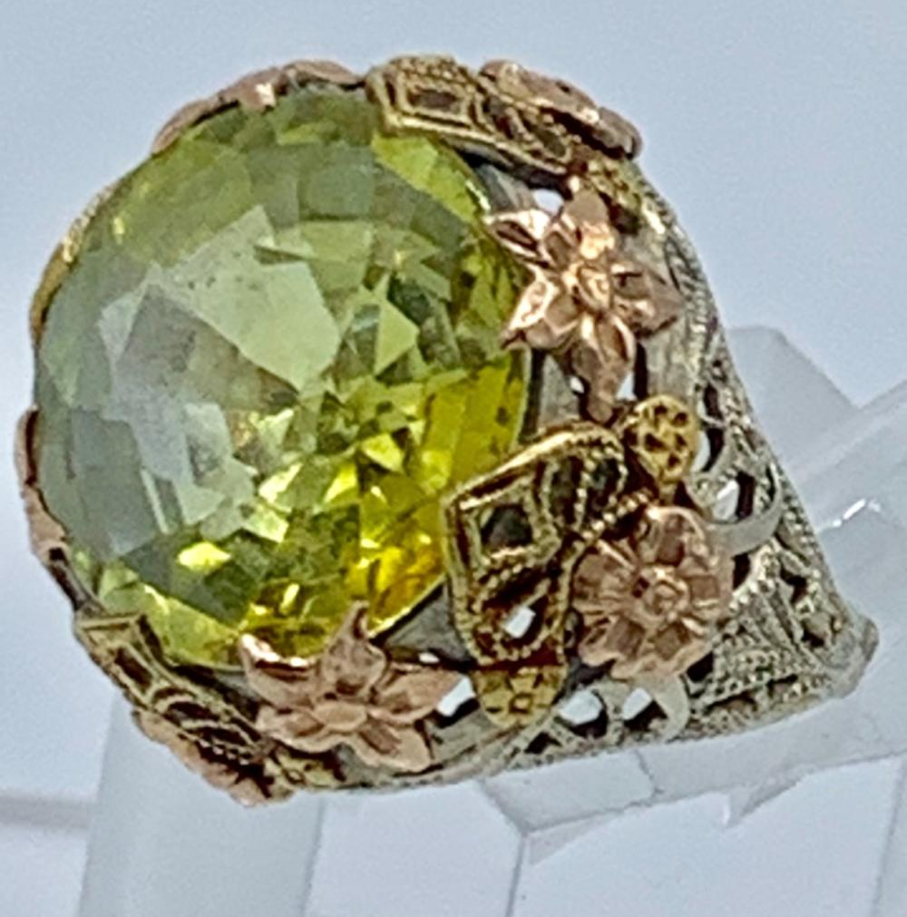 VINTAGE 14K FILIGREE RING WITH GREEN STONE