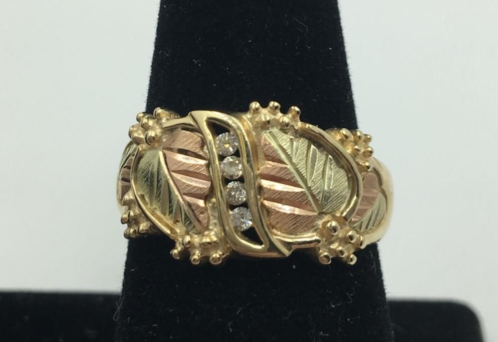 10 KY GOLD RING WITH DIAMONDS