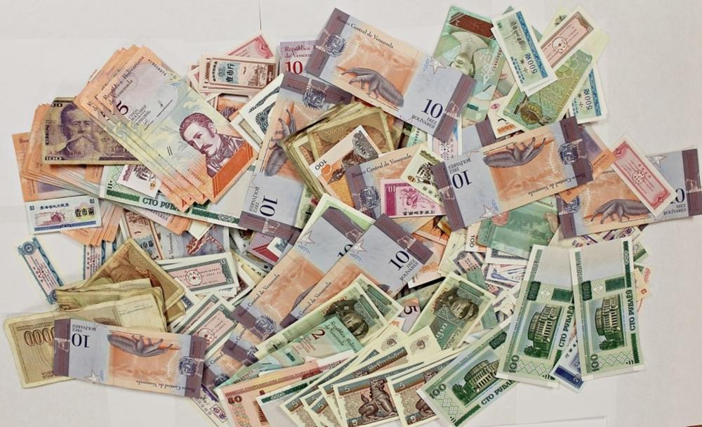 Lot 113: 1000 PCS. WORLD BANKNOTES FROM A HUGE COLLECTION!