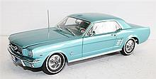 A CLASSIC CARLECTABLES 'FORD MUSTANG'.