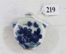A CHINESE CERAMIC BLUE AND WHITE SNUFF BOTTLE, blossom design and with Foo dog handles. Six characters