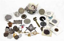 LOT COMPRISING A MASONIC MOTIF, A SILVER PLAQUE, CIRCA 1910 including various medals, religious medals, commemorative coins, tokens,...