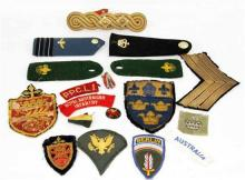 LOT COMPRISING VARIOUS MILITARY PATCHES AND SHOULDER PATCHES.