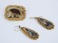 AN EDWARDIAN MOSS AGATE SET, comprising a pair of earrings and a rectangular brooch, in orginal box. (3) Length brooch 3.5cm. Length...