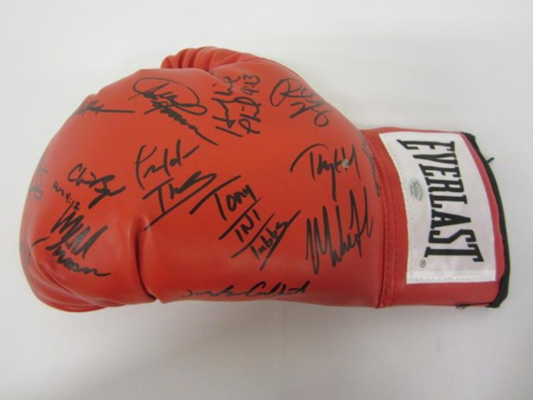 WORLD CHAMPION BOXERS MULTI SIGNED BOXING GLOVE TYSON HOLYFIELD AND OTHERS CERTIFIED PSASCERT.COM