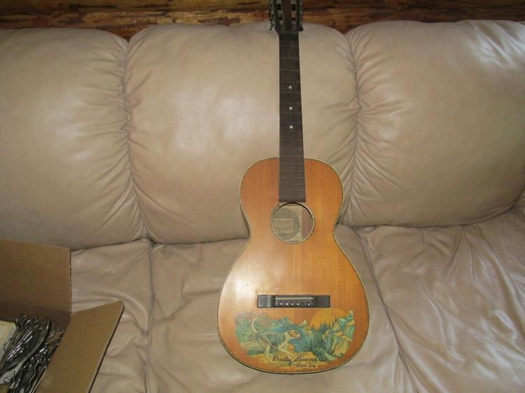 1935 Bradley Kincaid Houn Dog Guitar