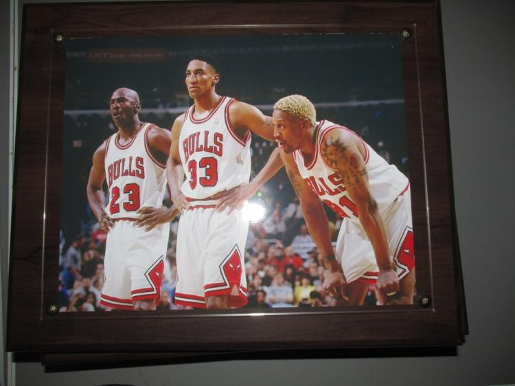 Very nice wall plaque of the Jordon,Pippen and Rodman