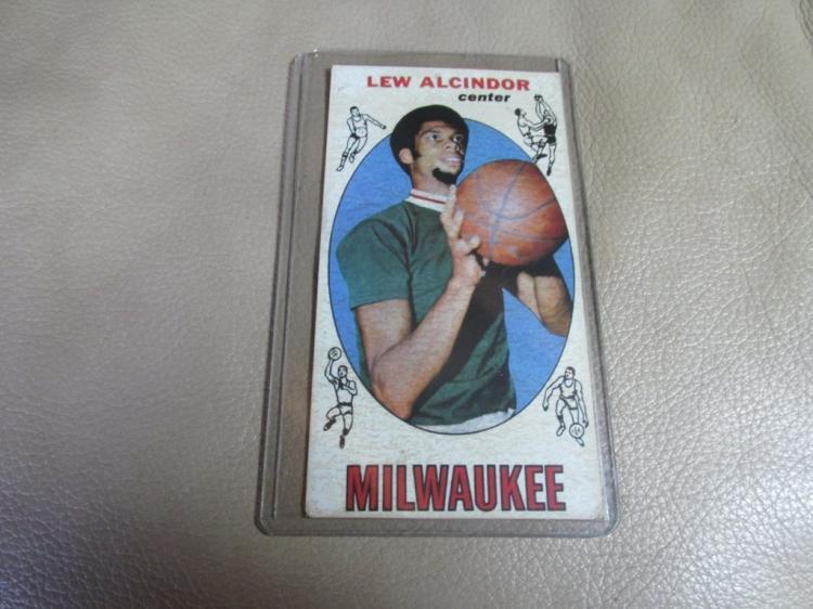 Lew Alcindor/Kareem Abdul Jabbar rookie card #25