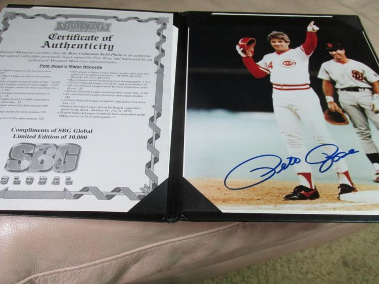 Pete Rose autographed photo in nice display folder