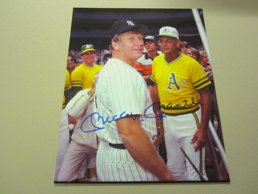 Lot 600: MICKEY MANTLE SIGNED AUTOGRAPHED YANKEES 8X0 COA
