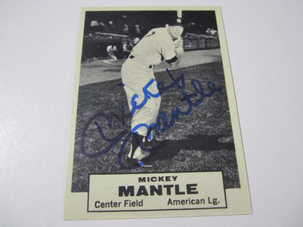 Lot 30: MICKEY MANTLE SIGNED AUTOGRAPHED YANKEES CARD COA